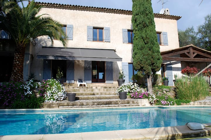 Charming provencal house with pool in Grasse - Grasse - Casa