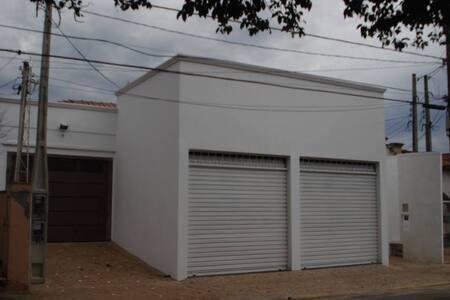 NO CENTRO DA CIDADE - Leme - Casa