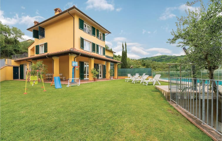 Semi-Detached with 3 bedrooms on 400m² in Massa e Cozzile PT