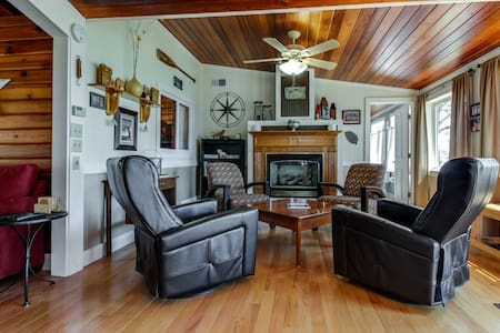 Secluded lakefront cottage w/ gorgeous views, a deck & sandy beach access!