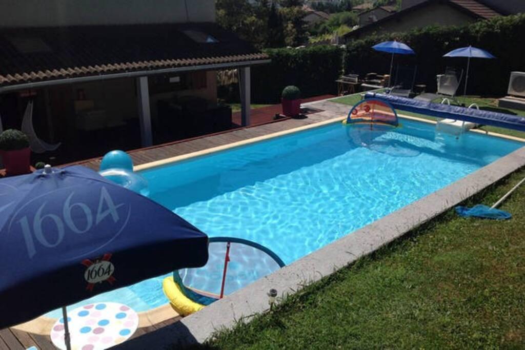 Maison avec piscine chauff e houses for rent in saint tienne auvergne rh ne alpes france - Piscine carrelage blanc saint etienne ...