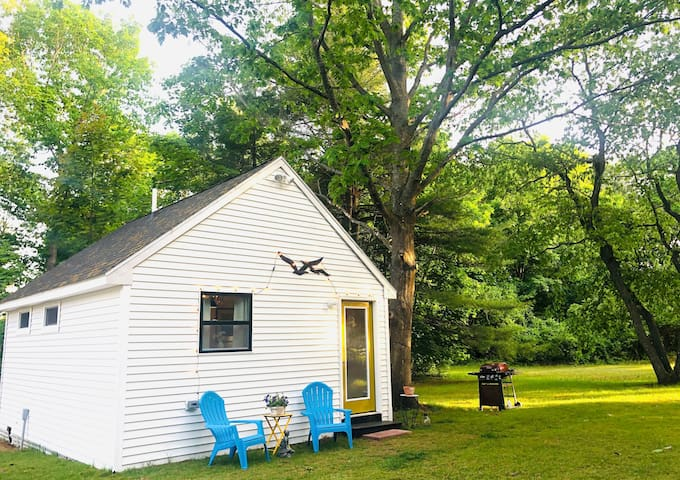 New, clean, private cottage near Higgins Beach!