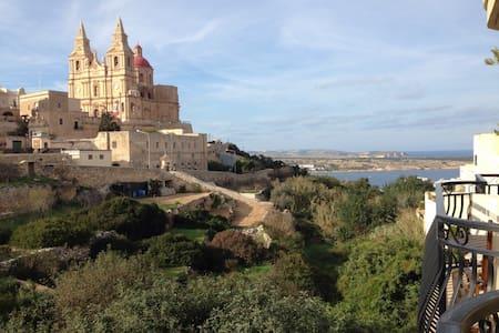 Spacious Apartment with Views, Mellieha - Mellieħa - 公寓