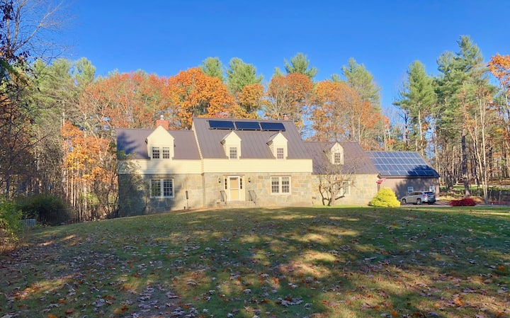 Close to everything, great home near UNH/train