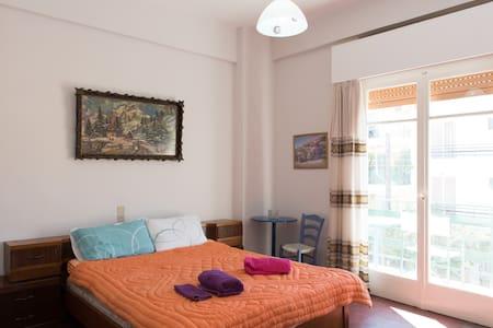 A4-9 Center QUEEN BED PRIVE ENTRANCE balcony queen
