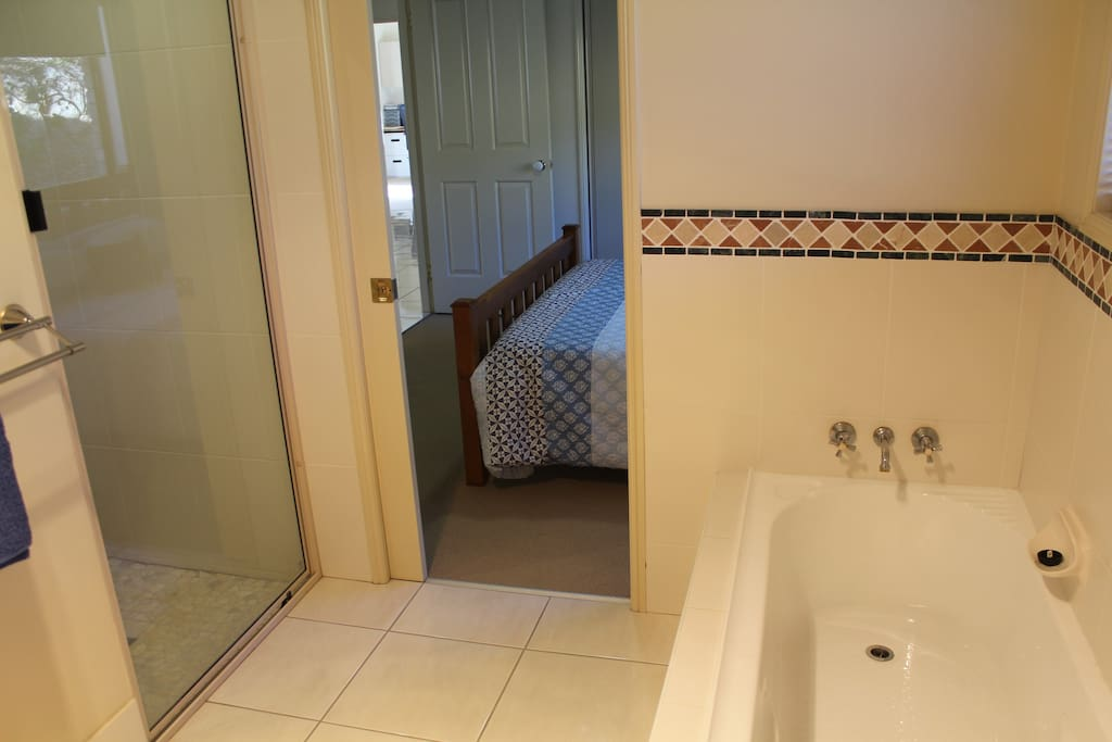 Bath / Shower access from guest room