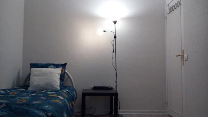Chambre un à trois lit,propre et calme