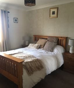 Cartref-home from home, cosy, quiet and convenient