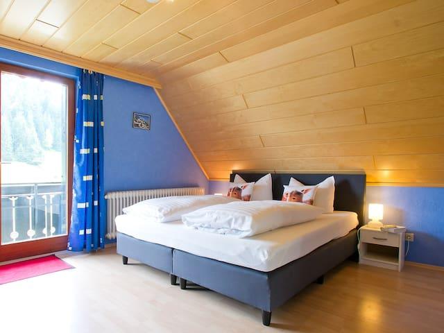 Landpension Am Sommerhang, (Bad Rippoldsau-Schapbach), Doppelzimmer Julia mit Balkon und Dusche