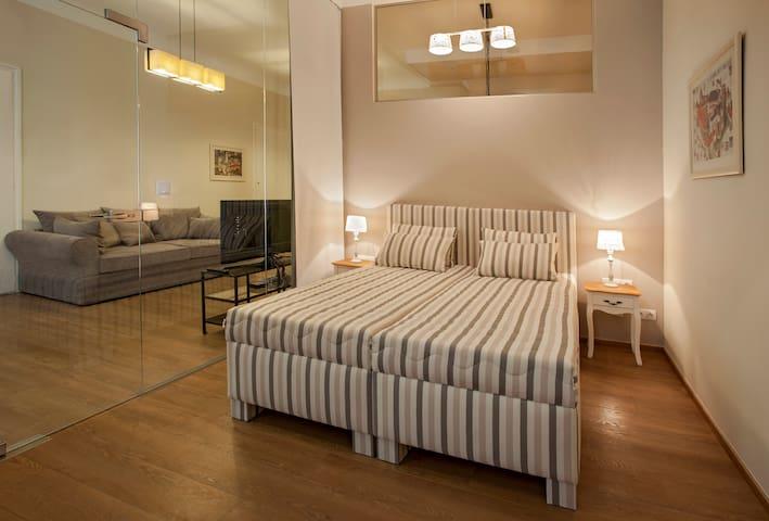 Bedroom 2 / twin room