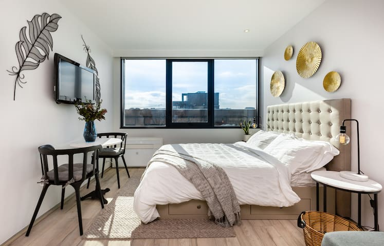 Cool City Studio close to Queen Vic Markets