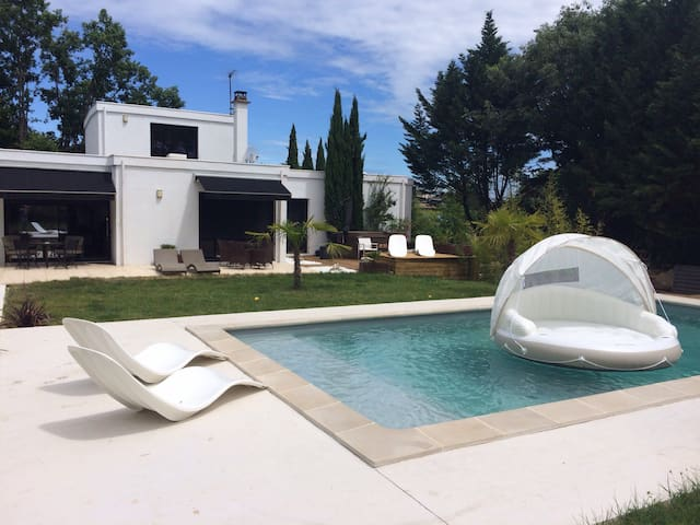 LABEAUME,PISCINE & SPA,1CH,2 PERS. - Labeaume - Bed & Breakfast
