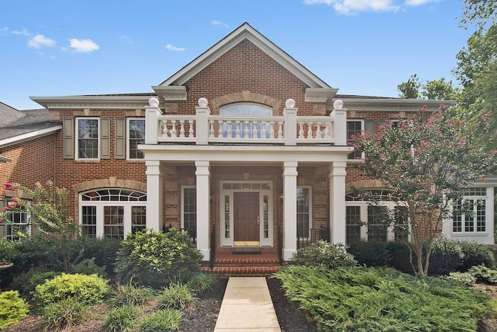 Beautiful Luxury Estate home Minutes to DC