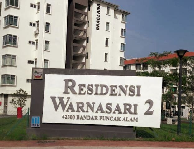 3-bedroom apartment with a pool and close to Uitm