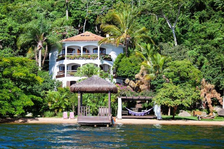 Beach House Loft Traiano