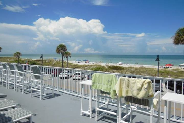 Welcome to Paradise! Pass A Grille Beach Condo! -B