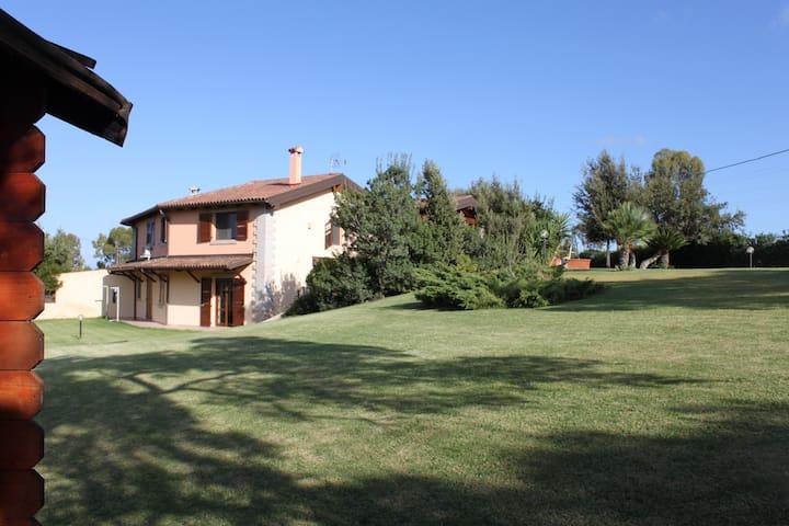 Villa Le Querce Is Molas