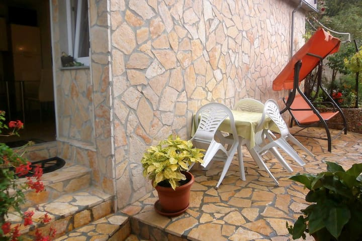 Two bedroom apartment with terrace Valun, Cres (A-8086-e)