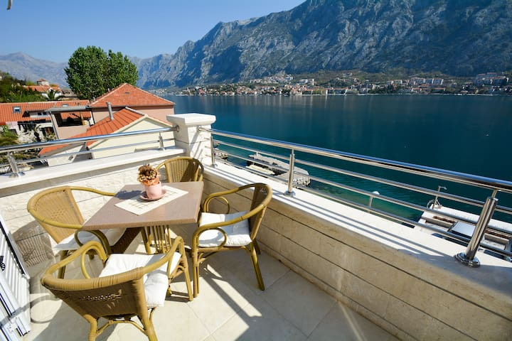 Seafront apartment with astonishing view