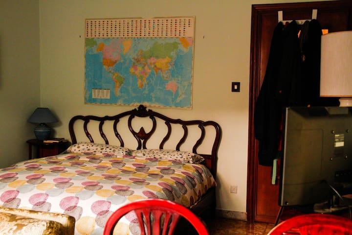 Accogliente stanza matrimoniale vicino Trastevere.