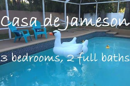 Casa de Jameson - 3bd, 2 full bath - Saint Petersburg - Huis