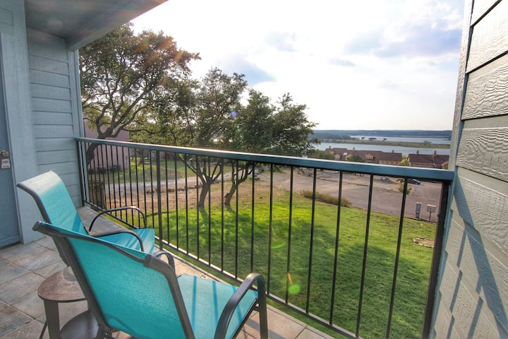 Lakeview Breeze | Sleeps 4 | Canyon Lake Views