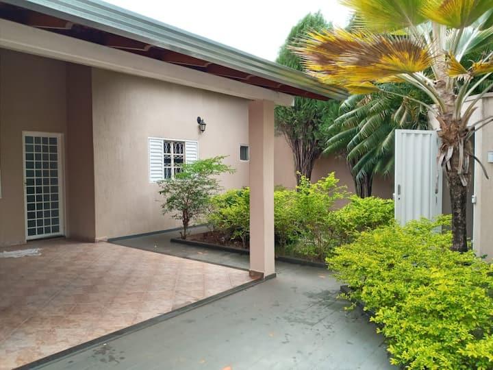 Casa ampla para locação, temporada curta ou longa