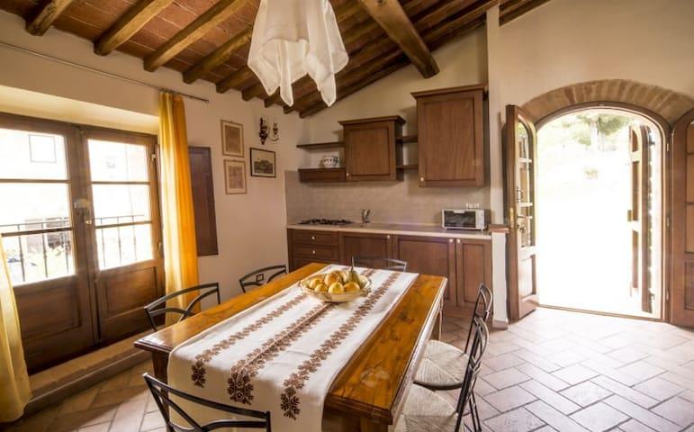Cottage in antico casale con piscina