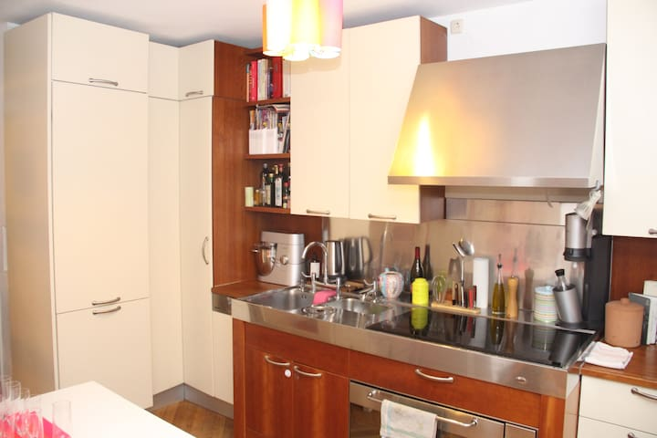 Lovely townhouse with garden close to Isar - München - House