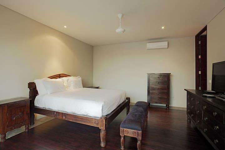 Book 2 BR, Sleeps 4 at a 4 Bedroom Luxury Villa