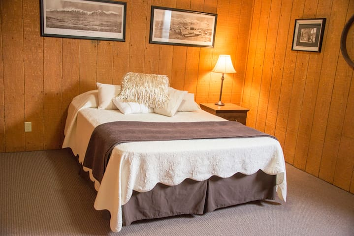 Craters of the Moon Lodge - ★ Mine Hill Room★