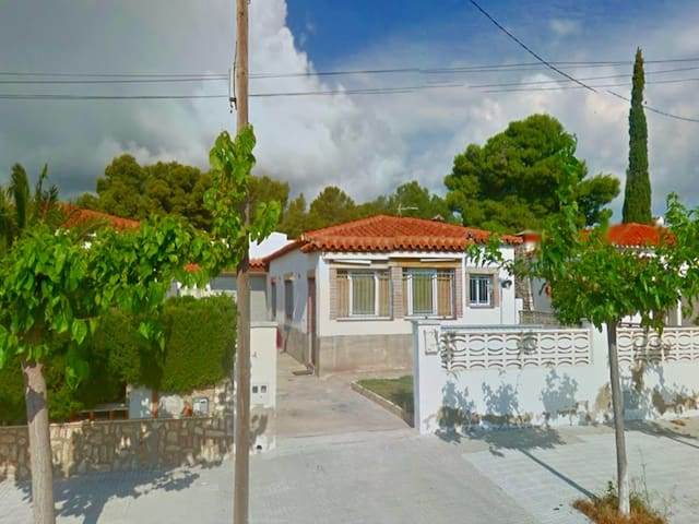 NICE INDIVIDUAL HOUSE IN THE CENTER OF THE POPULATION