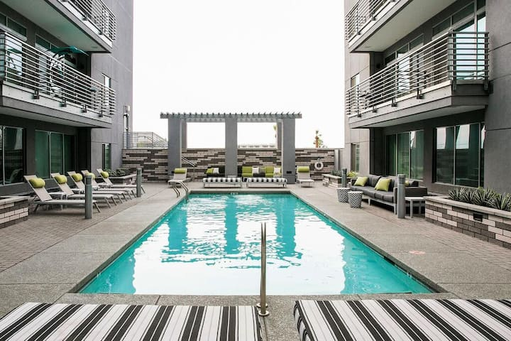 L1 | Upscale Roosevelt Row | Htd Pool | King Bed