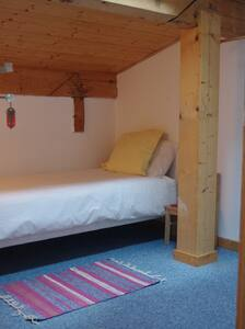 Central Hostel Chatel single room - Châtel - Bed & Breakfast