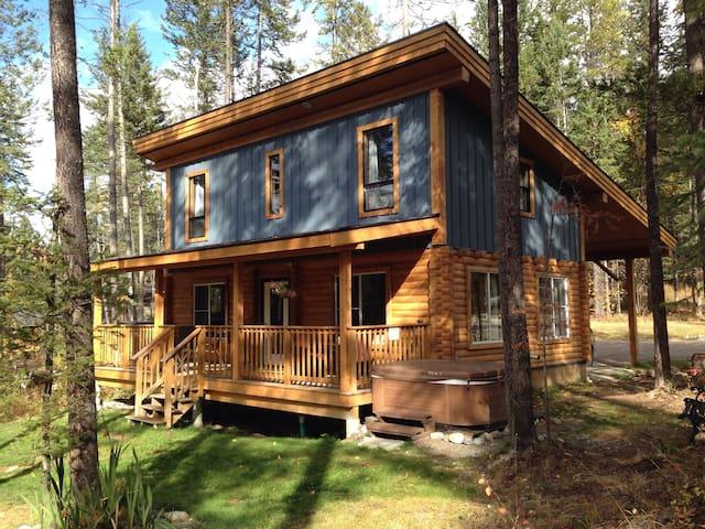 Wild Wood Cabins: Raven's Landing