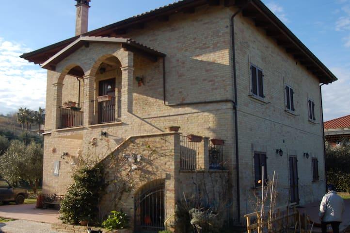 APPARTAMENTO O CAMERE CON BAGNO - Pineto - House
