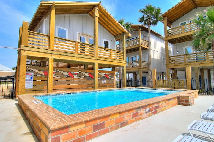 Flounder House: Free Golf Cart, HEATED Pool, Fire Pit, Outdoor TV, Bay Views