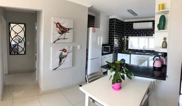 Stylish Umhlanga Apartment - 60 The Shades - WIFI