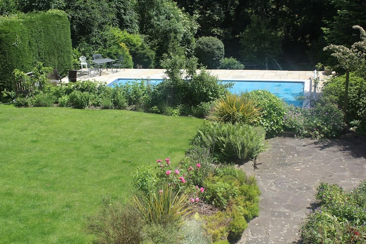 Garden Flat  Sleeps 4-6 with pool - Abbots Langley - Apartemen