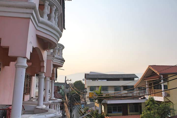 Spacious room in the heart of the Old City - Chiang Mai - Adosado