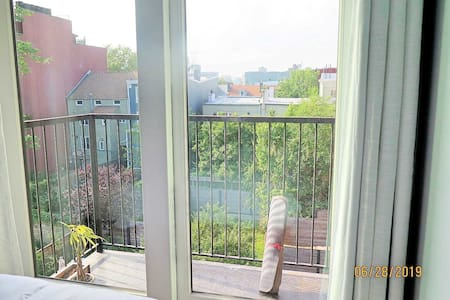 Quiet Retreat in Bustling Brooklyn- 15٪ discount