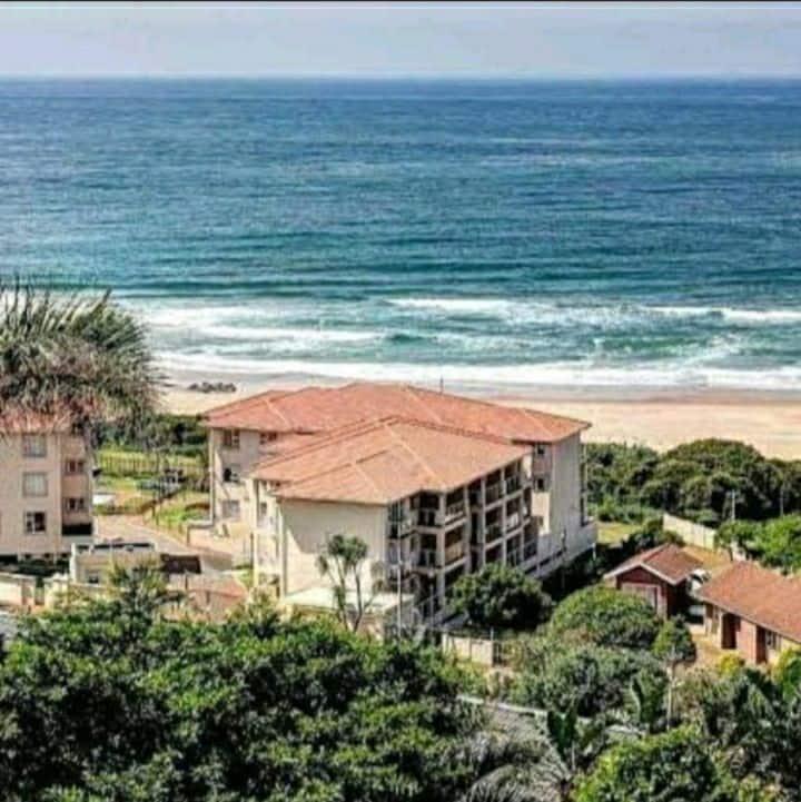La Mer Stunning beach Apartment
