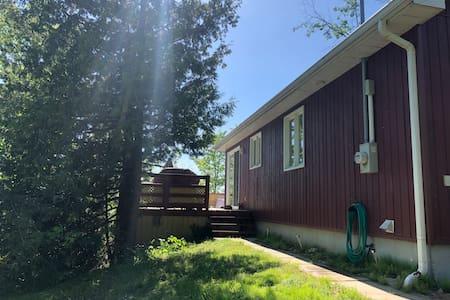 Spacious, bright cottage on the Ottawa River