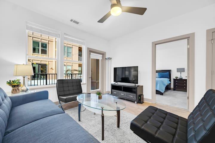 Stunning 2BR Apartment in Richmond City Center