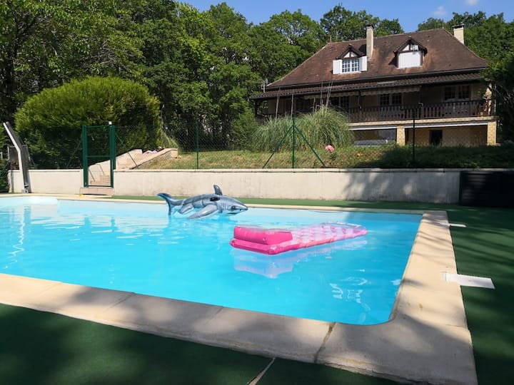 Holiday cottage with 6 bedrooms and swiming pool
