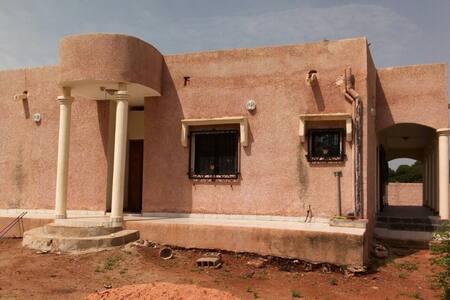 Appart entier meublé avec véhicule 4x4 à Bamako