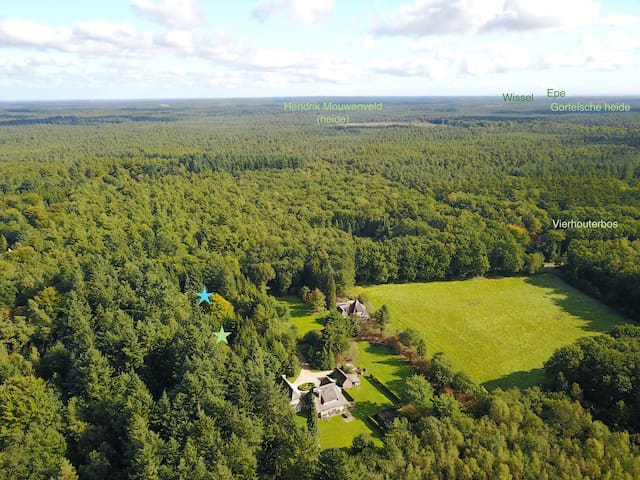 The estate from the sky, looking east. The blue star indicates cottage 'Wildhoef'