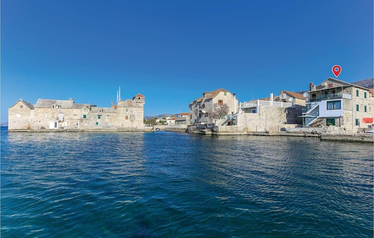 Holiday apartment with 2 bedrooms on 69m² in Kastel Gomilica