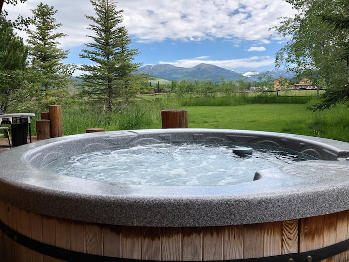 Last Min Special! - Amazing Views + Hot Tub!