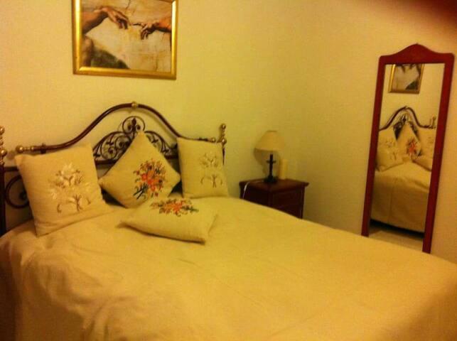 Gemütliches Schlafzimmer .. - Muttenz - Apartment